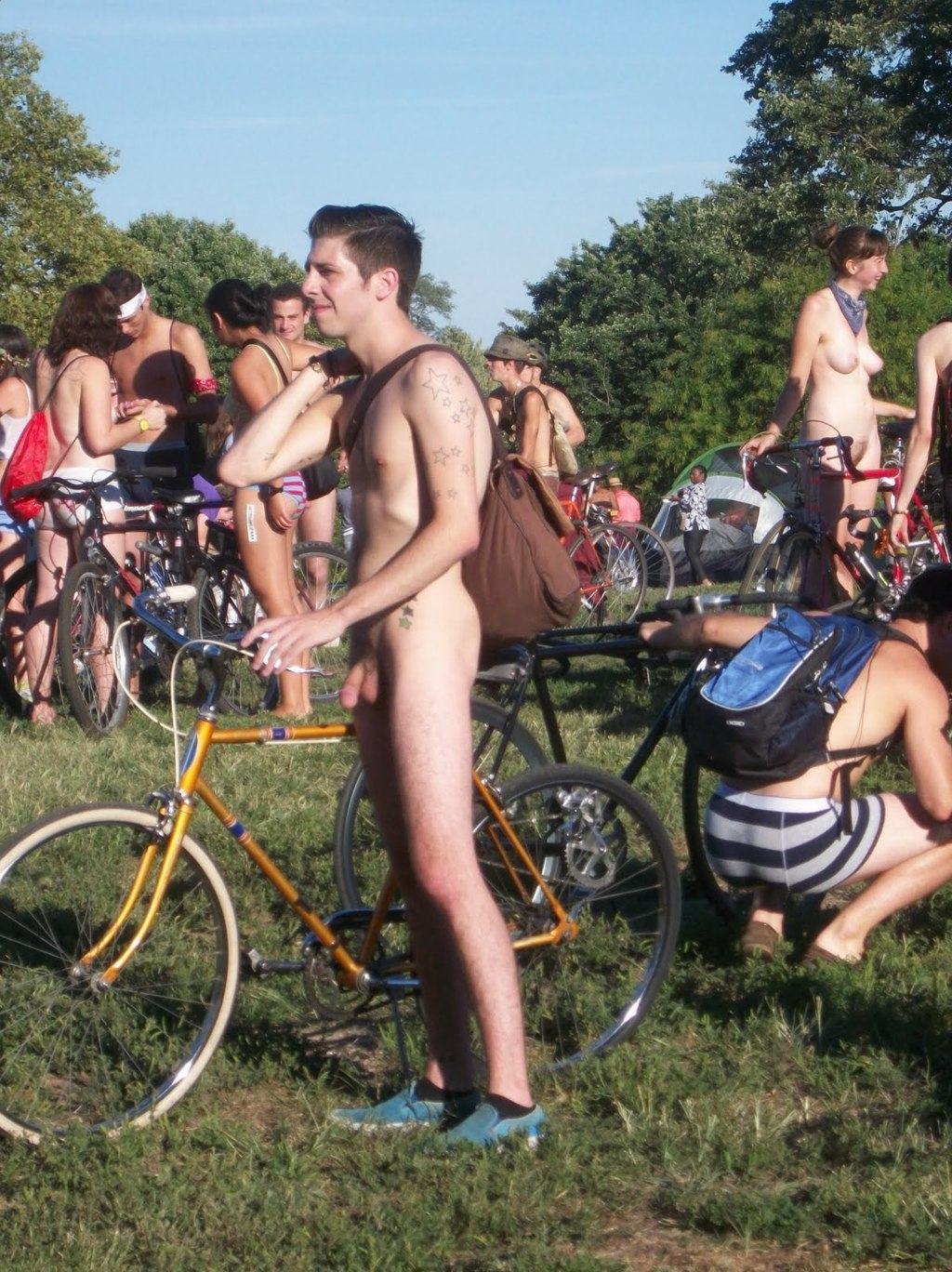 Naked guys outdoor: nude cyclist and dudes in public ...